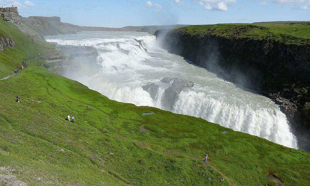 Großer Wasserfall in Island