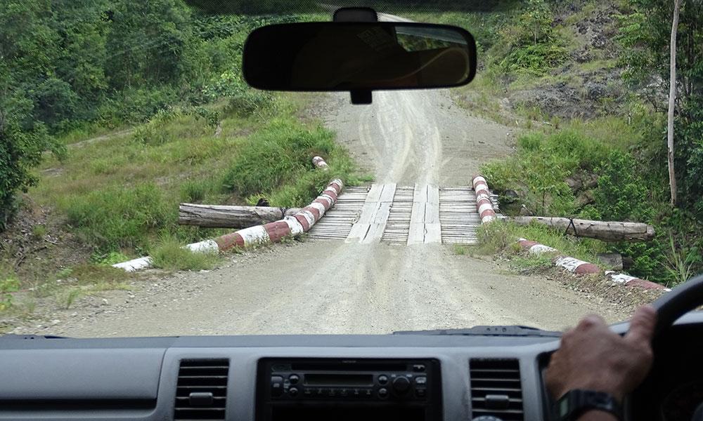 Straße auf unserer Route durch Borneo