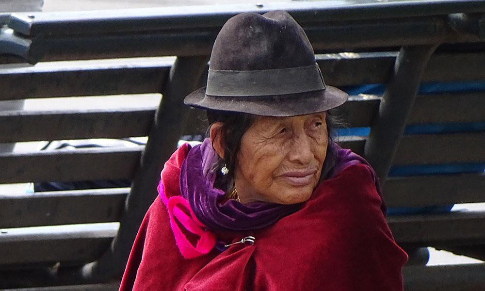 Alte Indio-Dame mit Hut