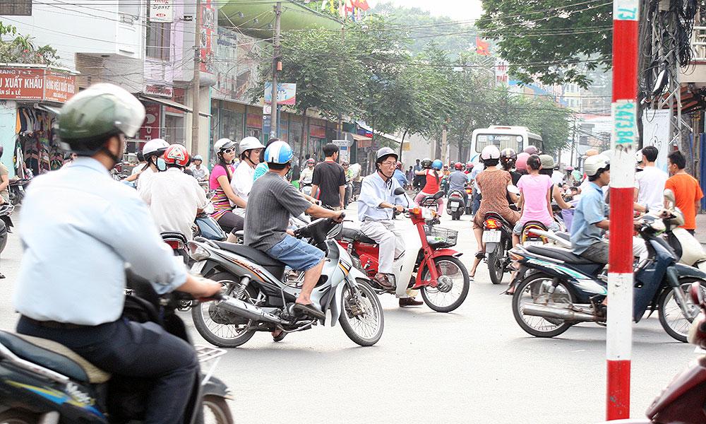 Viele Motorräder fahren durcheinander