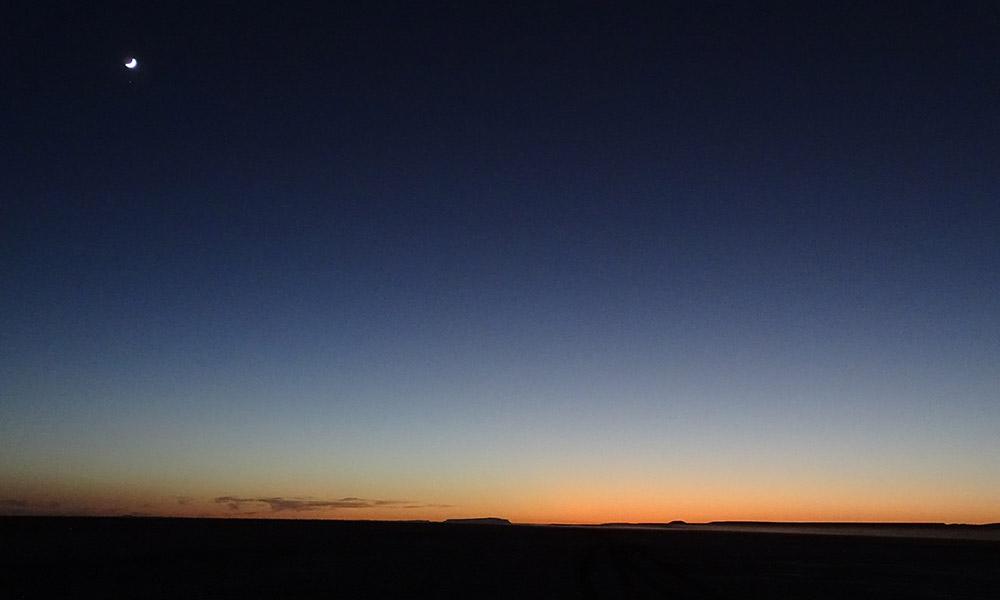 Mond vor Sonnenuntergang