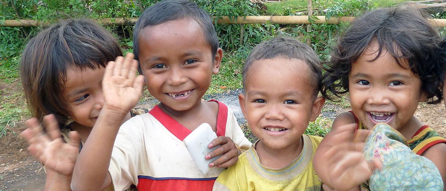 Lachende Kinder aus Asien