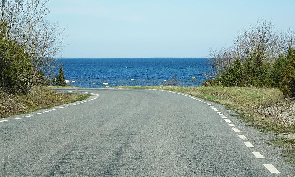 Kurve vor dem Meer