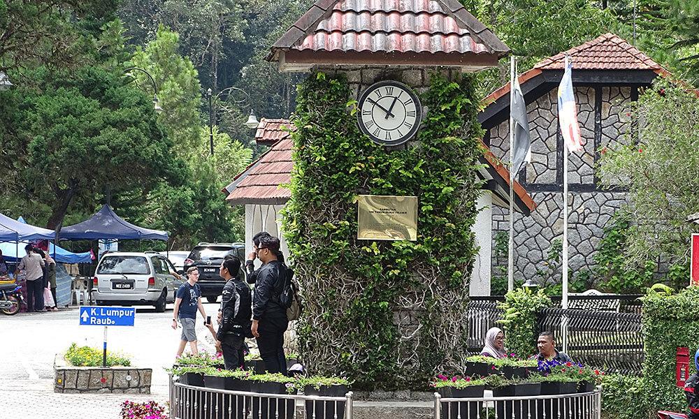 Uhrturm mit einheimischen Touristen