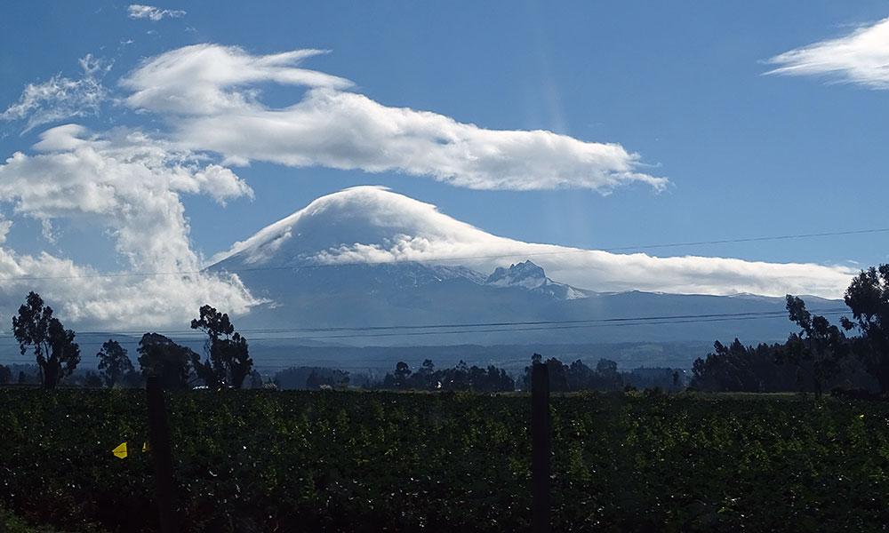 Wolken auf Bergspitze