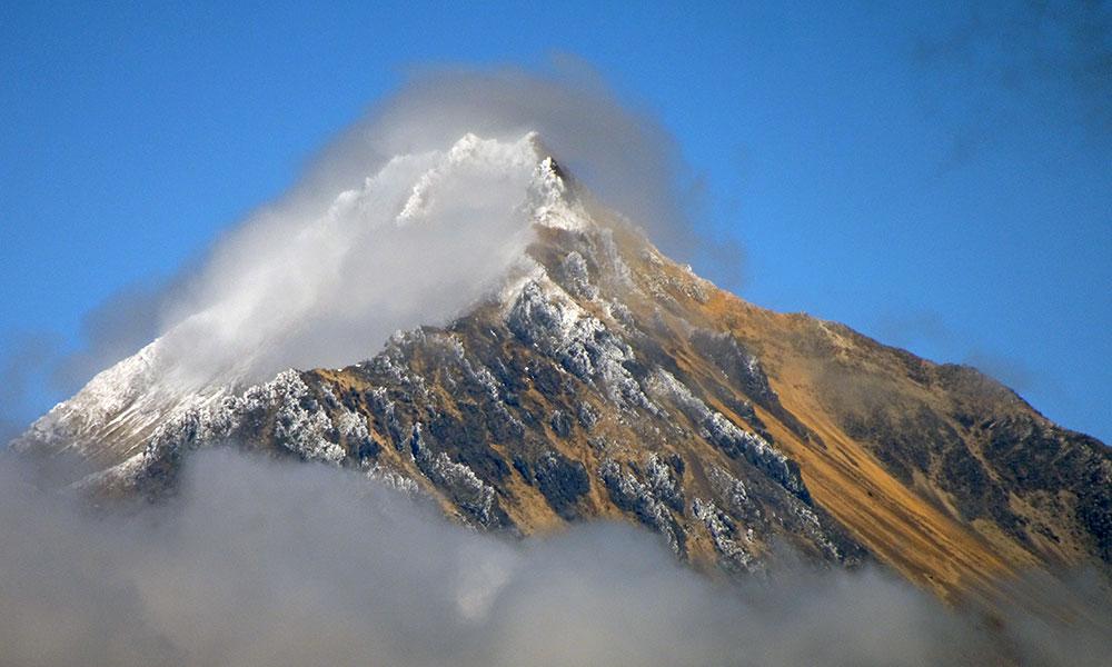 Bergspitze mit etwas Nebel