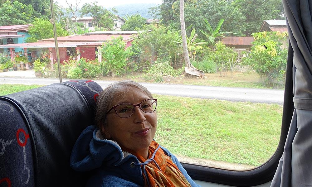 Sabine mit Schal und Jacke im Jungle Train Malaysia