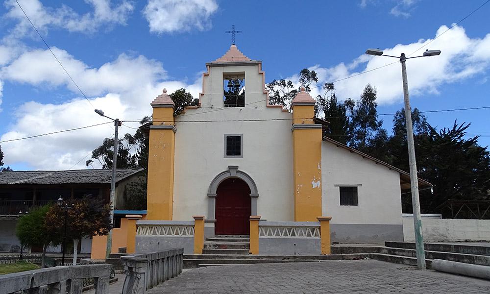 Gelb-weiße Kirche