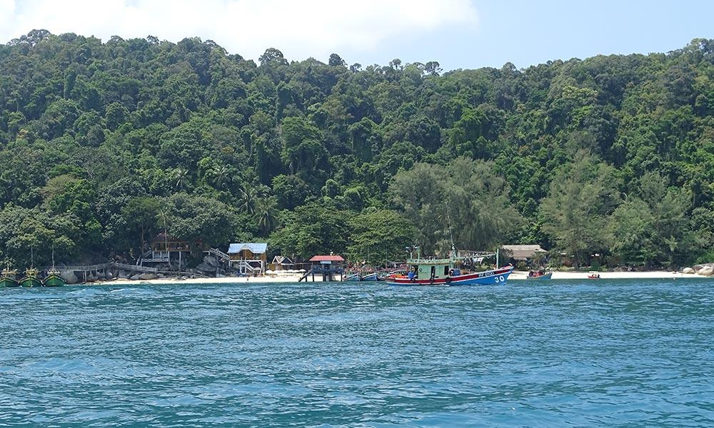 Blick auf Insel von Wasserseite