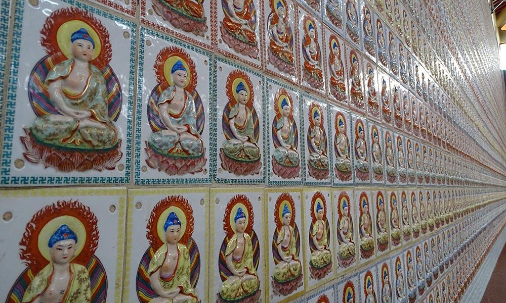 Hunderte Buddha-Bilder