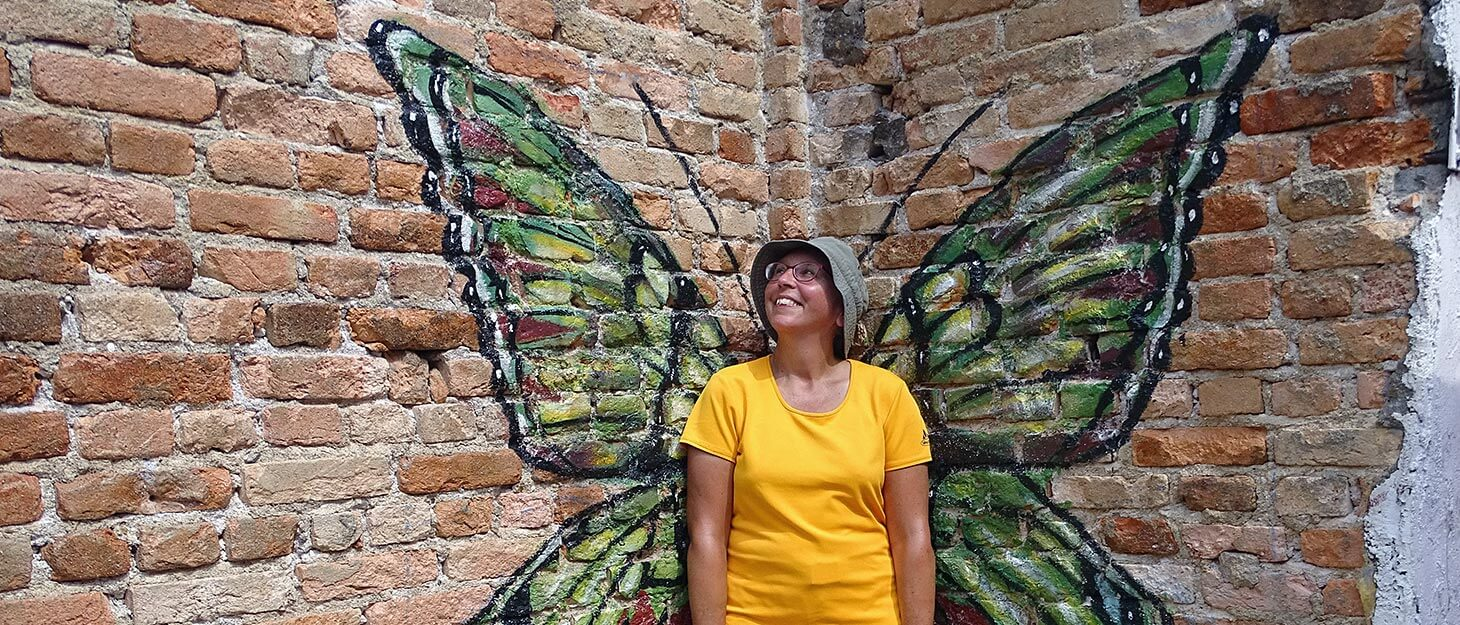 Street Art in Ipoh: Sabine vor Schmetterling