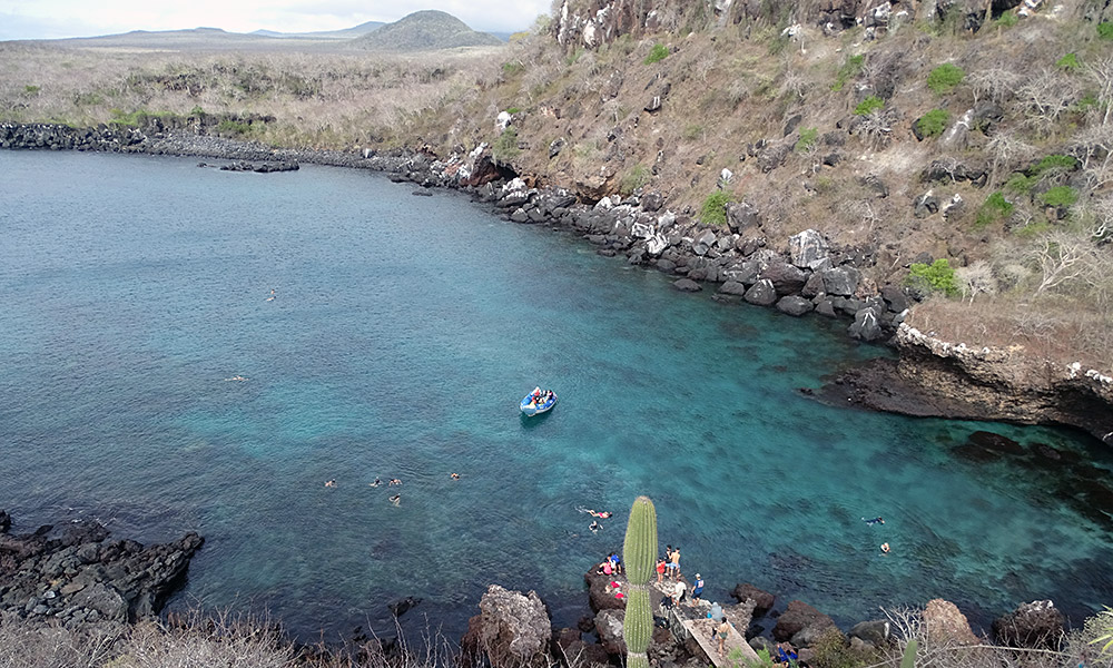 Bucht mit blauem Wasser