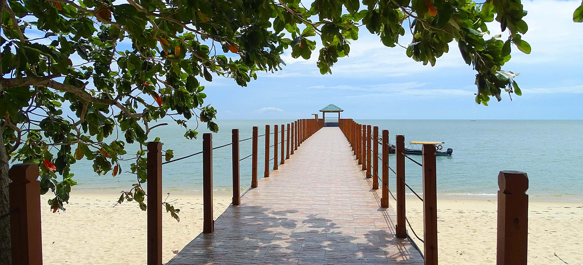 Steg am Strand in Malaysia