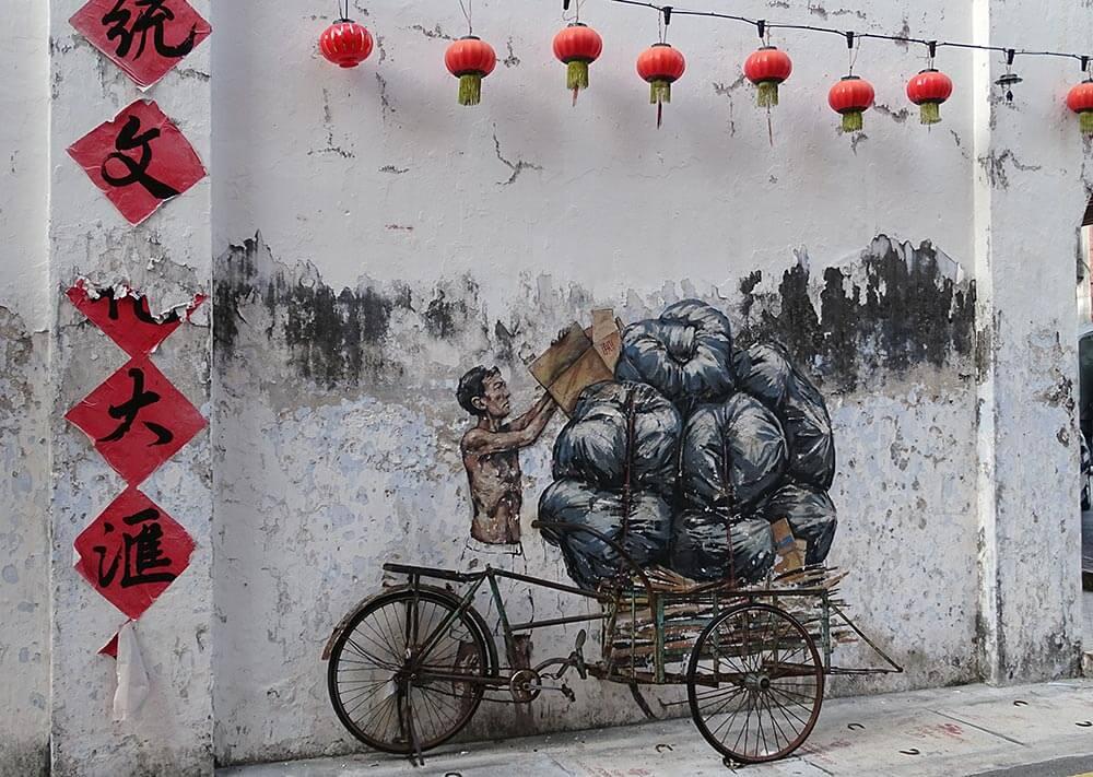 Street Art in Ipoh: Mann mit Rikscha