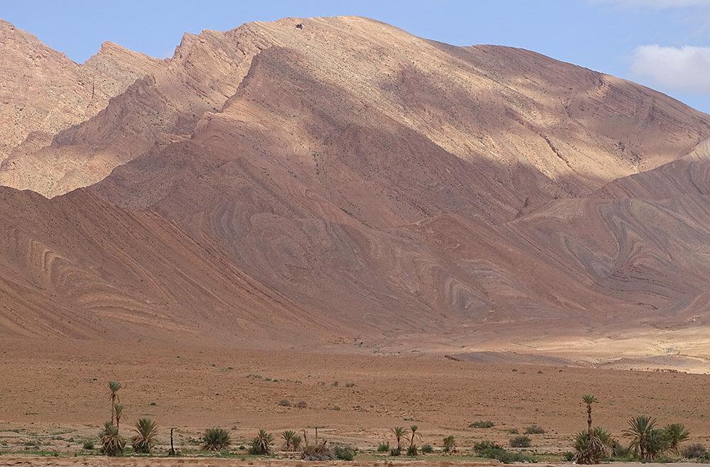 Berge mit wellenförmigem Muster