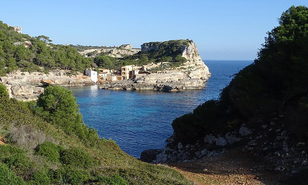 Bucht mit kleinen Häusern
