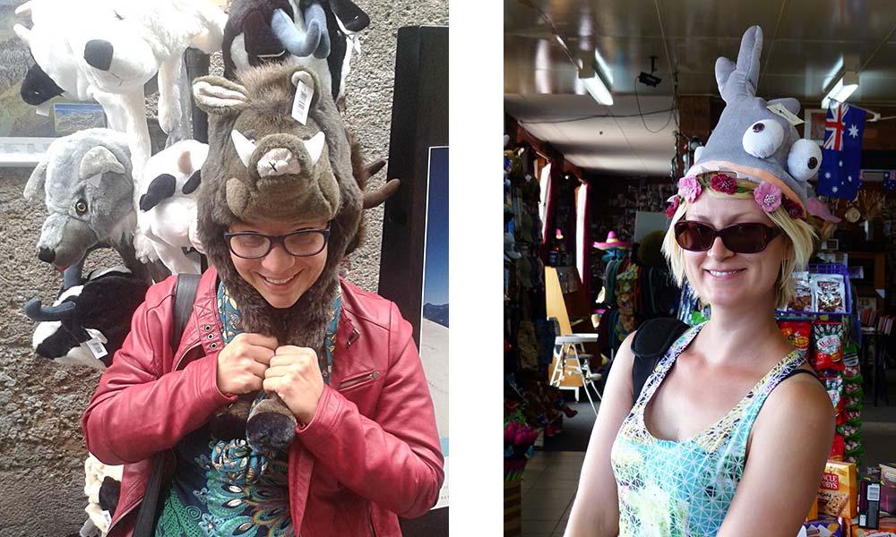Frau mit Wildschweinmütze, Frau mit Haifischmütze