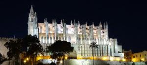 Kathedrale von Palma de Mallorca bei Nacht