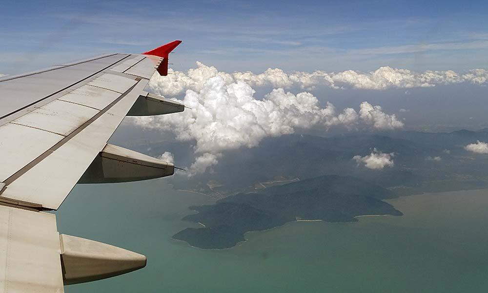 Blick auf Flugzeugfenster auf Malaysia