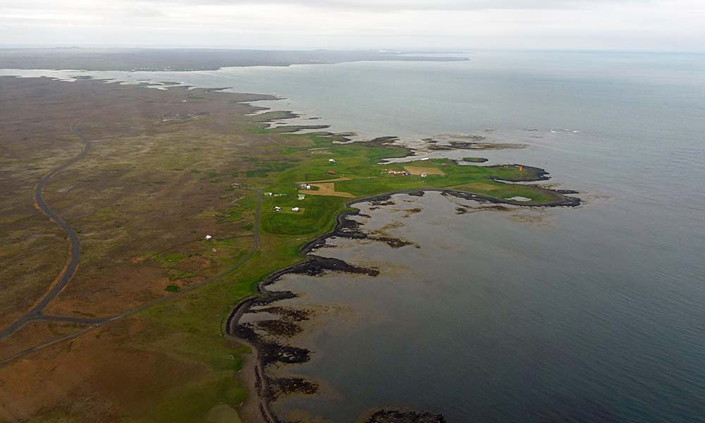 Blick auf Island aus dem Flugzeugfenster