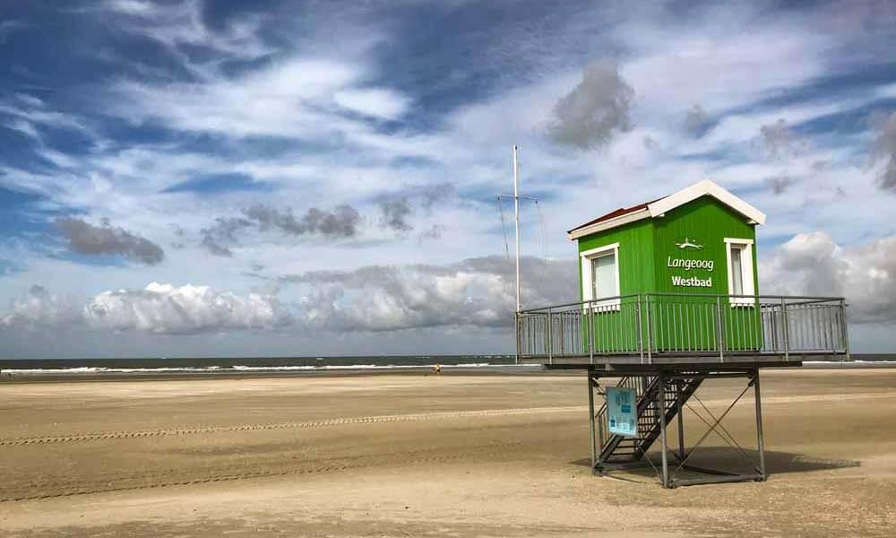 Grünes Strandhäuschen