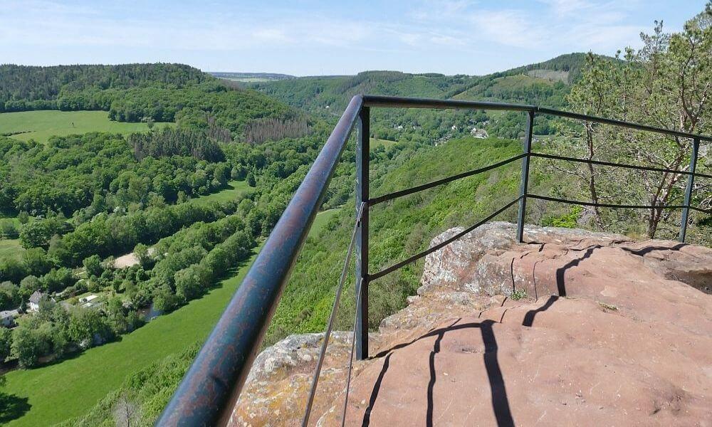 Blick von den Buntsandsteinfelsen ins Rurtal
