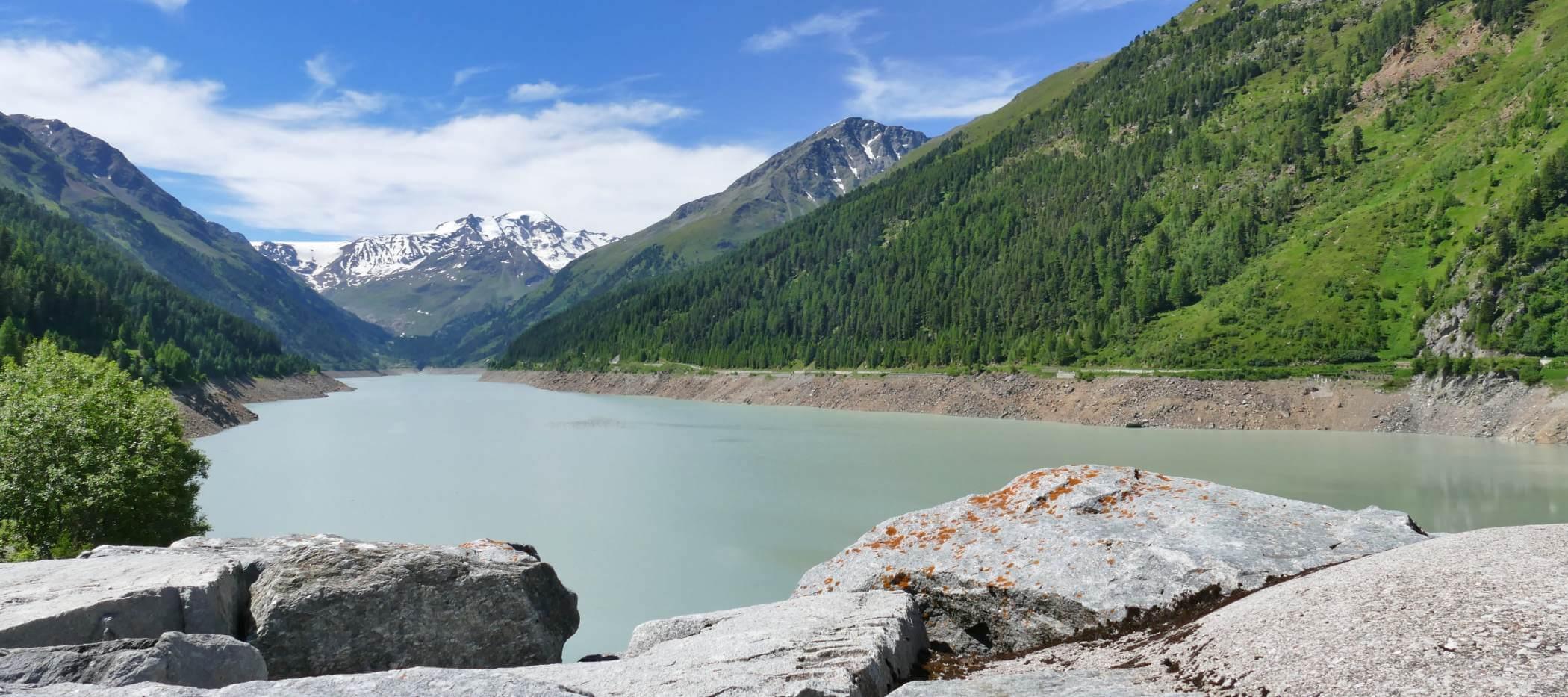 Blick auf Gepatschsee im Kaunertal, Berge im Hintergrund