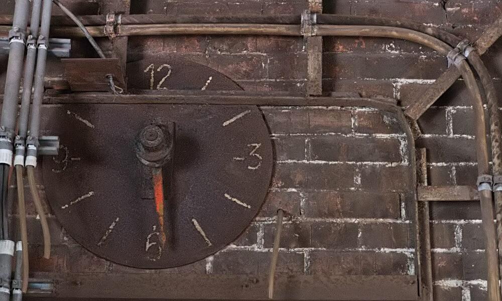 Alte Uhr in Völklinger Hütte